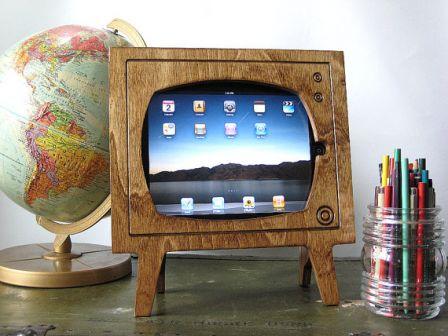 Insolite un support en bois pour donner votre ipad un for Support tv bois