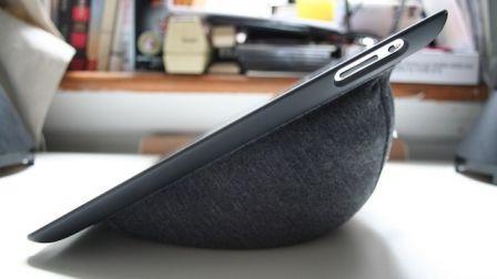 le lounge case un support coussin tout en douceur pour votre ipad 2 ipad air et pro blog. Black Bedroom Furniture Sets. Home Design Ideas